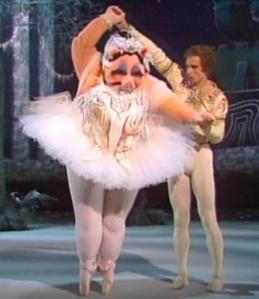 Miss Piggy Lives her dream with Nureyev